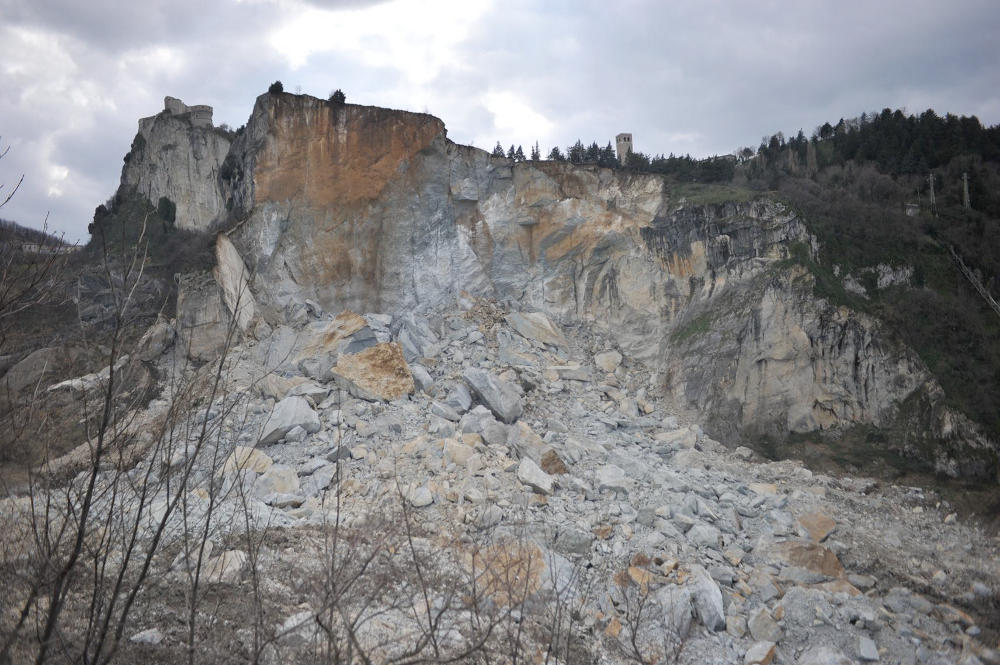 che cosa la datazione assoluta di una roccia ci dicono